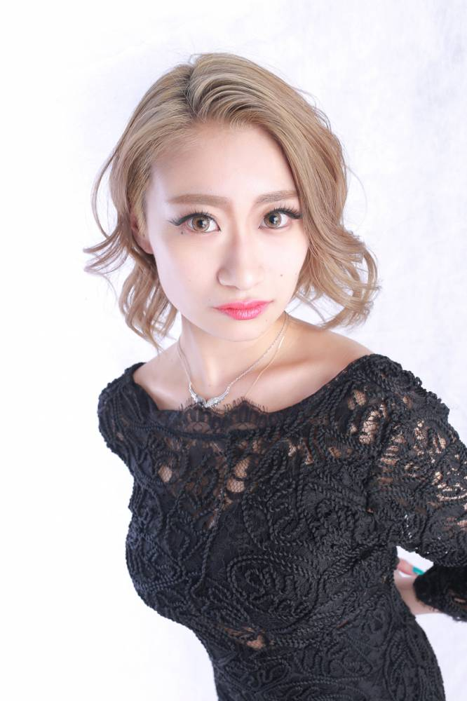 のカバーガールグラビア Lune LYNX SARINA氏() 3枚目