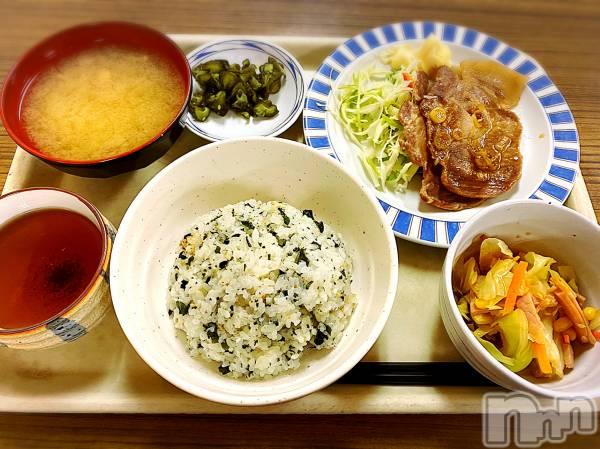 新潟駅前ガールズバーGirls  Bar  LiLiTH(ガールズバーリリス) かりんの1月9日写メブログ「社食はニガテ🙄🌀」