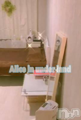 新潟駅前リラクゼーション Alice in UnderLand(アリスインアンダーランド)の店舗イメージ枚目「アニメグッズに囲まれてマッサージ」
