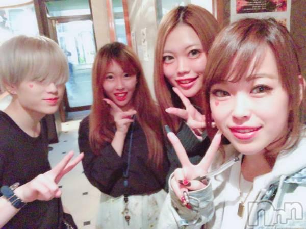 長野ガールズバーCAFE & BAR ハピネス(カフェ アンド バー ハピネス) ゆきの10月29日写メブログ「女の子が…4人…ん??笑」