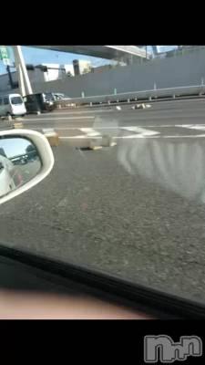 高速道路に荷物散乱