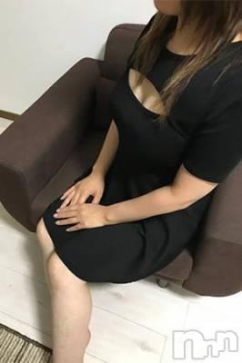 大人魅力 泉いづみ 年齢34才 / 身長ヒミツ